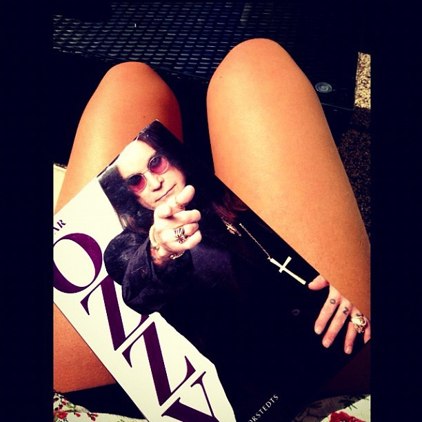 Livet va? #bramegött #sun #hot #ozzy #osbourne #legs #book #coffee #tuesday #sweden #me #happy #insta #iger #instagood #instadaily #webstagram #jj #jj_forum #iphoneonly  (Taken with instagram)