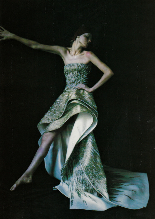 """Retro Avveniristica Couture"" (+) Vogue Italia, September 1999 Couture supplement photographer: Paolo Roversi  Angela Lindvall // ciaoeli:midnight-charm"