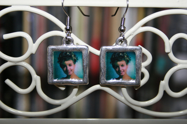 tallwhitney:  53 Pairs Of Television-Themed Earrings  Yesterday I became obsessed with finding TV-themed jewelry. This is what came from it.