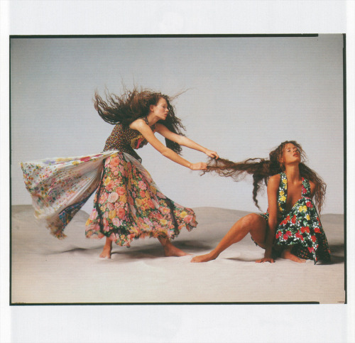 Versace Spring 1993 Photographer Richard Avedon Models Naomi Campbell, Linda Evangelista, Shalom Harlow, Christy Turlington, Kate Moss, Carolyn Murphy, Stephanie Seymour, Aya Thorgren