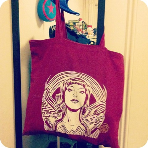 bettyfelon:  Boston Comic Con 2012 swag: Wonder Motif Tote Bag, by Ming Doyle. Fact: I haven't stopped using this tote since Boston Comic Con… it's perfect! Get your own Wonder Motif Tote HERE!  P.S. Head over to my personal blog to check out the rest of my haul from Boston Comic Con 2012!