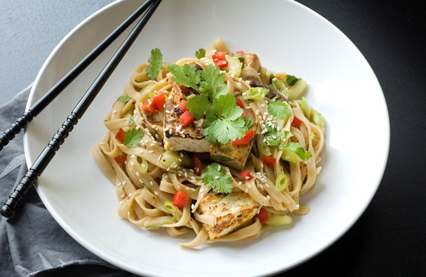(via Gluten Free Spicy Ginger Tofu Noodle Salad #glutenfree #meatlessmonday #vegan | This Mama Cooks! On a Diet™)