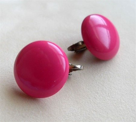Plastic Pink Dot vintage earrings at Wilde Designs