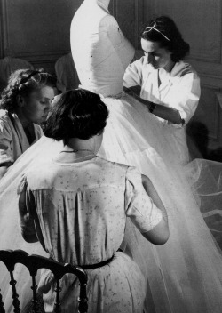 hollyhocksandtulips:  Dior seamstresses, 1948 Photo by Willy Maywald