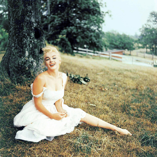 Marilyn Monroe photographed by Sam Shaw (1957)