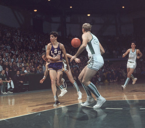 From the SI Vault: Pete Maravich makes a no-look pass against Tulane in 1968.