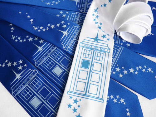 How awesome is this Doctor Who TARDIS tie set…?  Click the pic for more info.  Single ties here.