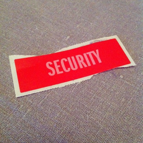 Security #sticker #red #security #typo #petergabrielIV #petergabriel #zara (Pris avec instagram)