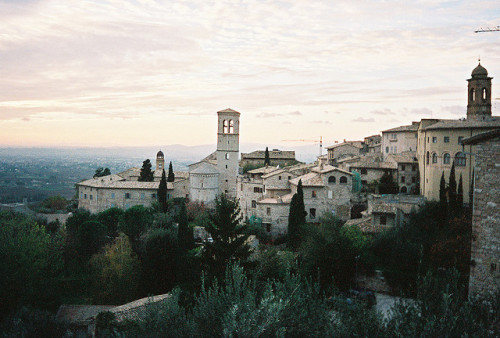 laughingfits:  Assisi by ChrisYunker on Flickr.