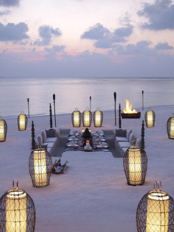 Meet me at the Beach at Dusit Thani, Maldives, for sunset for a Full Moon party! Love this gorgeous setting ♥