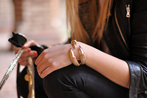 lulufrost:  BAUBLE OF THE DAY Talon cuff - so chic