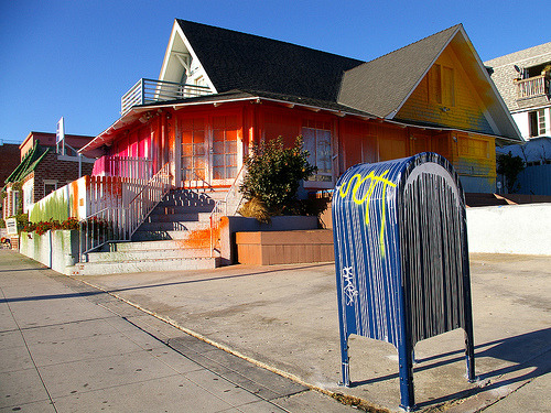 artfulstreets:  BLUE HOUSE by KR with KRINKED Mailbox (by TRUE 2 DEATH)