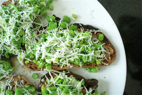 10 vegetarian spring pea recipes–try them for Meatless Monday: (via Meatless Monday: 10 Vegetarian Spring Pea Recipes)