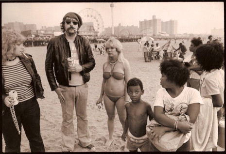 So it's been 30 years since Lester Bangs died. RIP. Photograph, Coney Island, early '70s, by Chris Stein. h/t @huiscebeatha