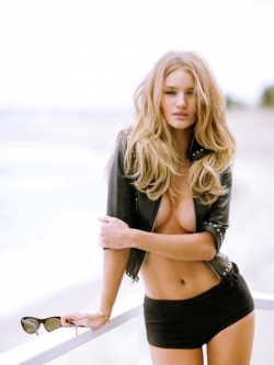 iluvskinnybitches:  rosie huntington-whiteley