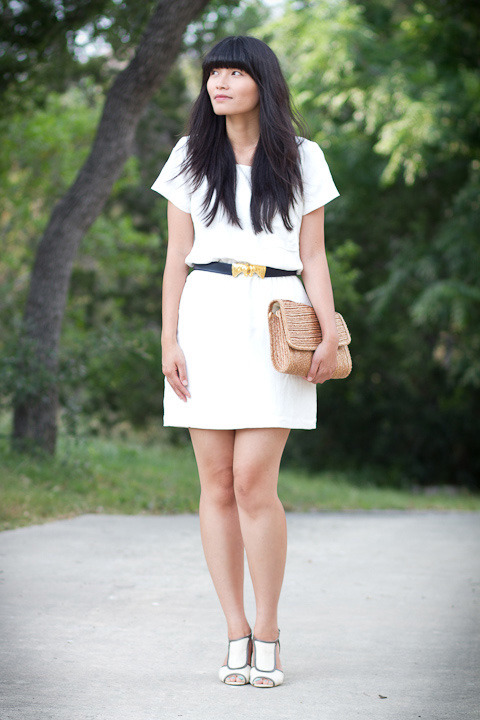 2012. white out. late afternoon dress by madewell. vintage dotty smith horse head belt (from hunt.gather.style). acrobatic wedges from anthropologie. vintage straw clutch.last week, i told terra that i wanted a basic black or white dress. she sent good karma my way— i found the dress at madewell and fell in love with it. it even has hidden pockets; as indiana said, that's the decision maker! i wore it on saturday night to dinner with M and his mom, and i paired it with a giant clutch.you can turn many vintage purses into clutches by tucking the straps inside the bag. that's what i did to this one. a straw handbag never goes out of style… unless you live in antarctica. :o)the look | similar dress | similar wedges | similar clutch