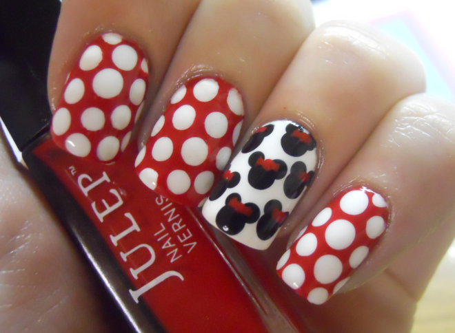 fuckyeahnailart:  (via Holy Manicures: Minnie Mouse Nails.)  AWWW MI VIDAAAAAAAAAAAA