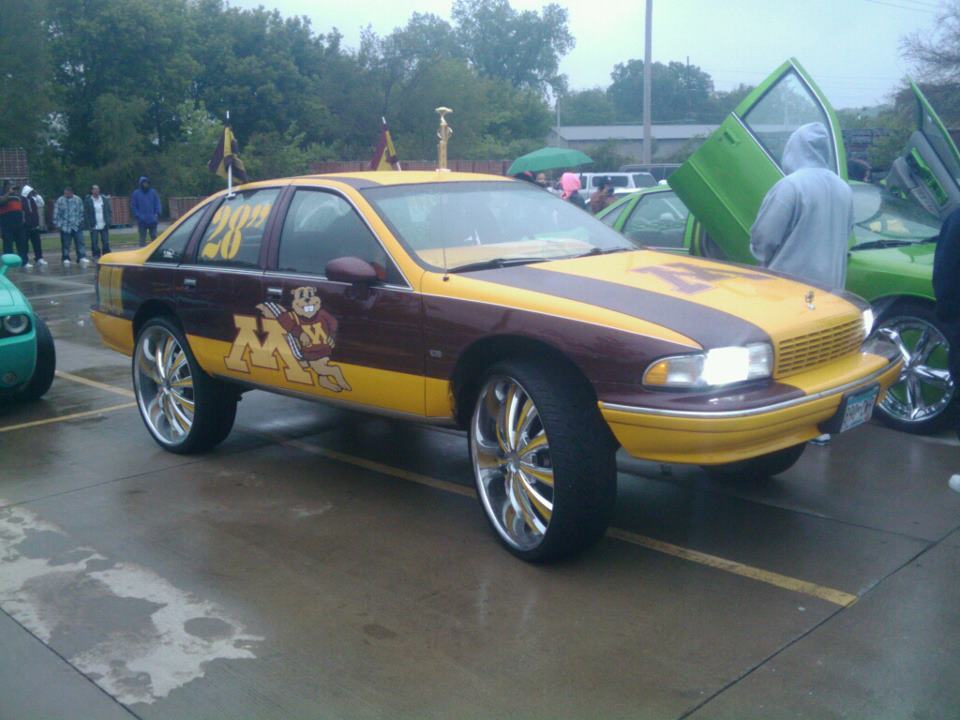 (via Minnesota Gophers car with 28 inch rims? Minnesota Gophers car with 28 inch rims | No 2 Minute Warning)