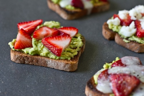 gastrogirl:  avocado, strawberry, and goat cheese sandwich.
