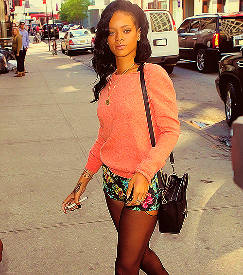 fuckyeahpopicons:  Rihanna Out In NYC May 1.