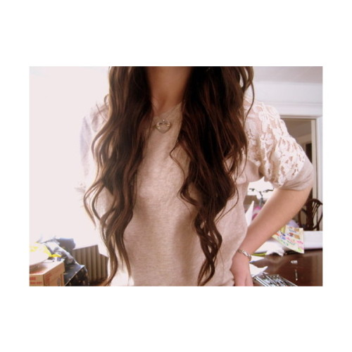 chrissylovebird:  *  I miss my long hair…