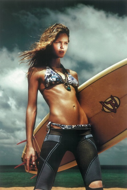 Erin Heatherton, ready to surf. Wow, I have to say…wow… are you sure you want to get wet? go ahead: magic under the sea.