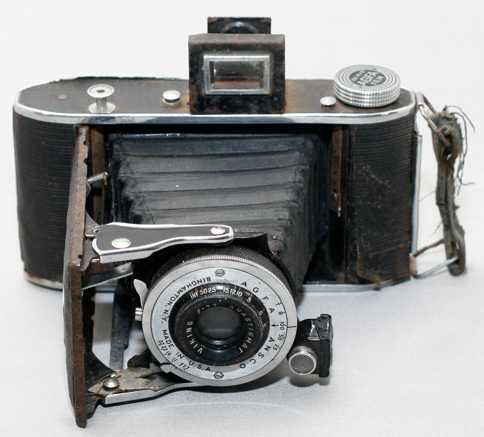 Agfa Ansco PB20 Viking This little folding camera c. 1934-1940 is the latest in my series on the cameras in my personal collection. Also included is an explanation on why the Mar-Crest toy camera wasn't next as promised.