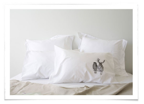 "Father Rabbit Egyptian Cotton Pillowcases  Egyptian Cotton  100% Egyptian Cotton. Grown and woven in Egypt. Made in New Zealand for Father Rabbit Limited.   Famous for its silky lustre, silky softness and absorbency. A beautiful sheeting that you will fall in love with. (500 per 10 cm2). Guaranteed non pilling. Available in White. Either plain or with our Artist in Residence Print by Birdinabunnysuit.  ""Hoo Me Owls""  The work centers around small collages and drawings inspired by collections of found images. Standard pillowslips sold in pairs (right pillowcase is printed only).  Printed with artist stamp on the back of the pillow. Waterbased permanent inks used to ensure softness. Oxford pillowslips sold as singles (we recommend purchasing a plain to go with it). Oxfords have a 5 cm border.  Right hand side of pillowslip is printed."