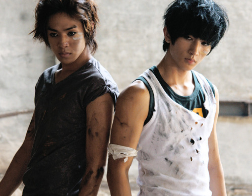 Some eye candy for Admin K too B)  Xander and Kiseop are not amused, not to mention dirty. This smells like angry sex.  *Admin X