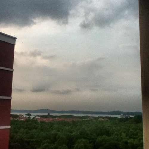 #photoadaymay #day2 #skyline #sky #singapore #sea (Taken with instagram)