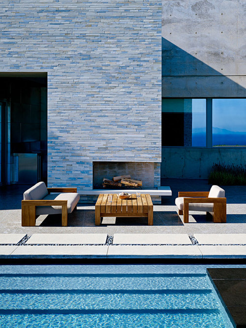 I would definitely hang out here. Creds: homeandinteriors:  Altamira Residence by Marmol Radziner
