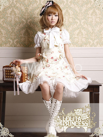 LOLITA FASHION TOKO GIRL MORE INFO↓↓ http://www.flutterscape.com/product/no/20121/lolita-fashion-toko-girl?discovery_id=22597