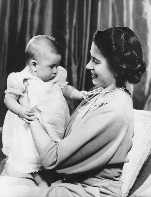 classytennis:  Princess Elizabeth and little Prince Charles. This is so cute! Grabbing Mummy's pearl necklace!