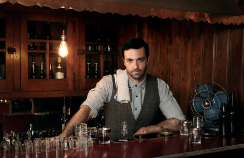 Study Guide: Reid Scott  Why now? He's the resident baddie on HBO's new series, Veep.Who cares? Matt Walsh, co-star of Veep and founder of Upright Citizens Brigade - the same place Reid got his start - or the loves of his life, his two dogs Bella and Dublin.Where's he from? You may remember him breaking hearts on the short-lived (yet hilarious) TBS series, My Boys, or his recurring role on The Big C.What's next? Well he has a solid record of starring opposite of strong female performers (Jordana Spiro, Laura Linney, Julia Louis-Dreyfus). Maybe we could see him hold his own with Amy Poehler, Julie Bowen or Tina Fey.