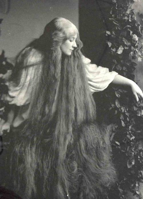 legrandcirque:  Rudolf Eickemeyer, Jr., Mary Garden as Melisande, 1908.
