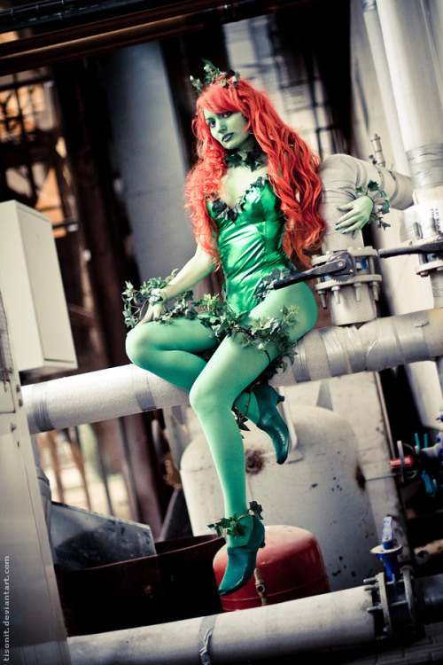 Poison Ivy (from Batman) by Lessa Photographed by Tisonit