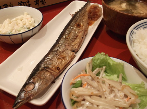 grilled pacific saury :)