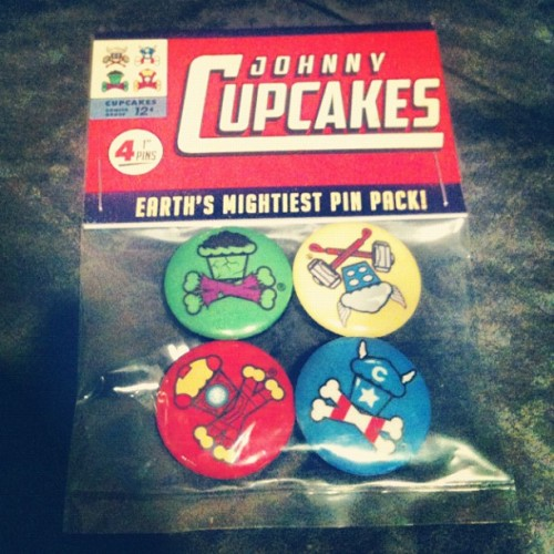 Our 2 favorite worlds have collided! Johnny Cupcakes is releasing these awesome Avengers inspired pin packs this weekend (in stores now)!!! Great job on the designs Dale & Chris D! Keep your eyes peeled for when they go online at: http://shop.johnnycupcakes.com/shop/ …And if you think you have what it takes to actually become one of the Avengers we can begin your superhero transformation! Come step into the pages of Marvel Comics and become one of Earth's Mightiest Heroes! We are the only ones making this possible at TheComicsFactory.com!