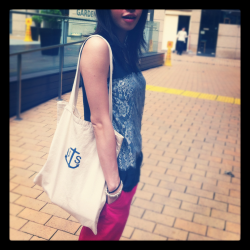 . top by forever21/ chino pants by zara/ tote bag by workware&son .
