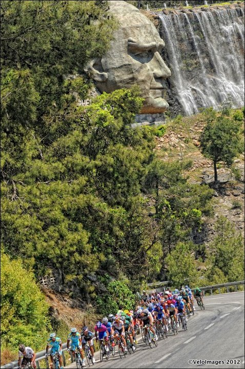 Racing by the man in the rock. Photo credit: Brian Hodes/VeloImages (via 48th presidential Tour of Turkey)
