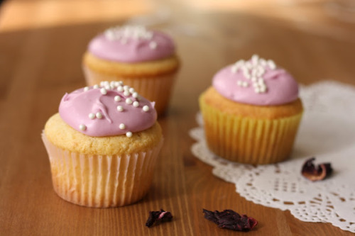 bakeddd:  hummingbird bakery lemon cupcakes with hibiscus cream cheese frosting click here for recipe