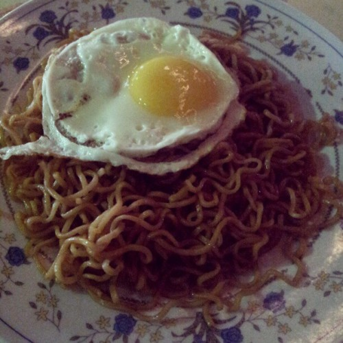 Indomee. Supper. #notfat #Indomee #supper #food #foodporn #foodie #mamak #egg #noodles (Taken with instagram)