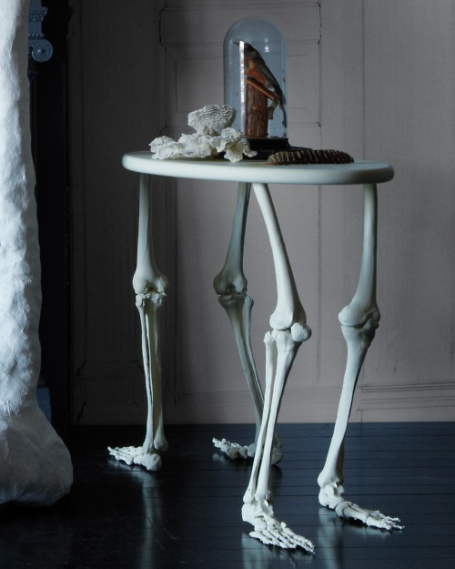 DIY Bone Legs Table - very cool. Would be especially awesome for a mad scientist or haunted house party.