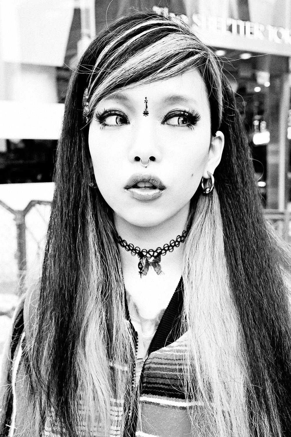 Hirari Ikeda in Harajuku. I was going for the look of an old Edie Sedgwick photo, but couldn't quite get the light right. :-)