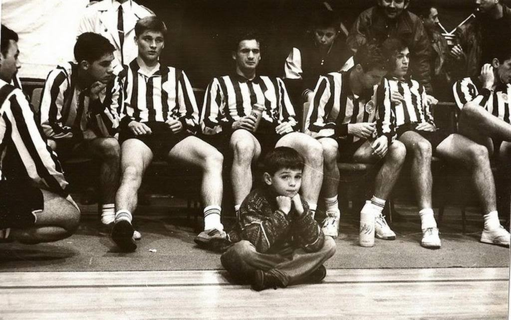 Partizan players Nadj, Ivic, Mijatovic, Milosevic playing 5-a-side in early 90s and in front of them sitting is current Partizan player Lola Smiljanic as a kid.