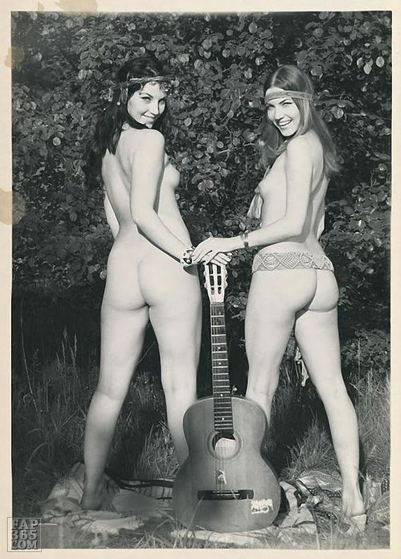 retrogasm:  Hippie chicks waiting for some guy to come along and play them a folk song…