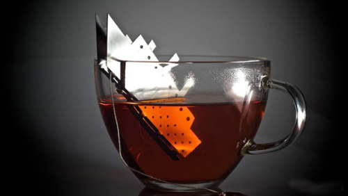 its-teatime:  teabagholder? freshome:  Unusual-Looking Tea Bag Holder Paying Tribute to the Titanic Drama