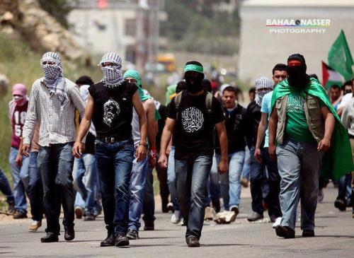 frompalestinewithlove:  Hamas and Fateh supporters united for the Palestinian Prisoners
