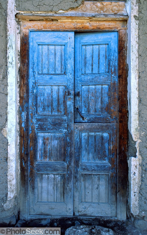 Door in Huaraz, Peru. © Tom Dempsey
