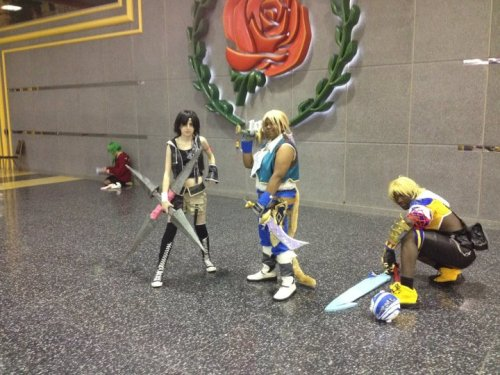 Here's me and my group from Sat morning of Acen when we were walking around before the FF Shoot. And when we were all together we got stopped by over 30 people out in the Convention lobby and boy my feet were tired. lol Elyse as Yuffie Kisaragi Me as Zidane Tribal Nick as Tidus